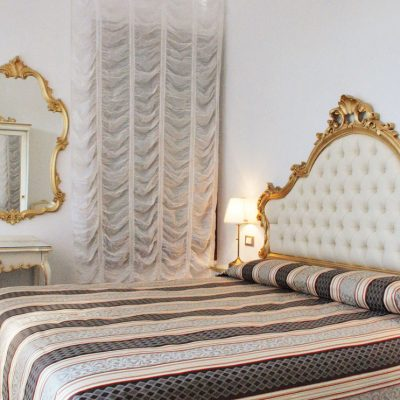 camera matrimoniale con vista hotel venezia